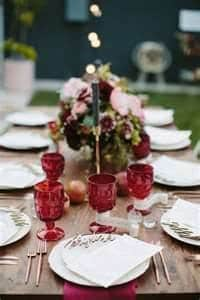 Colored glassware for your wedding table: Pantone 2015 Marsala